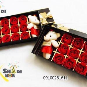 جعبه کادویی خرس و 12 گل سرخ - فروش کلی جعبه کادویی و لوازم تزیینی