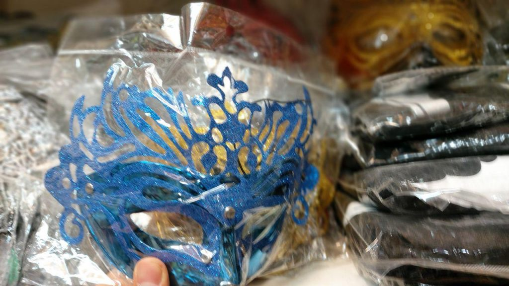 خرید عمده انواع ماسک بالماسکه در سایت کاری وبسایت