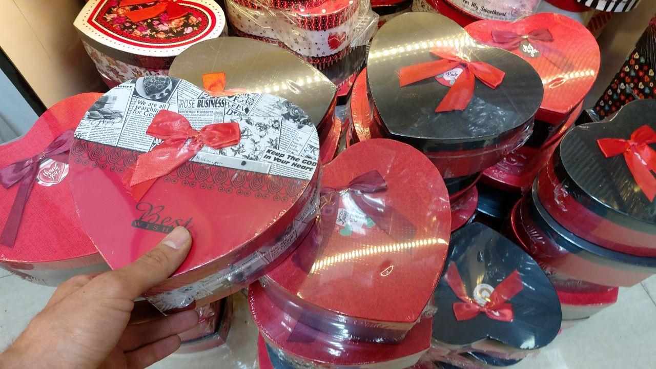 پخش عمده لوازم کادویی انواع جعبه های کادو قلبی و مربعی